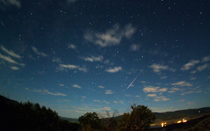 Perseid-in-the-Moonlight%20081209%20JWestlake_720X450